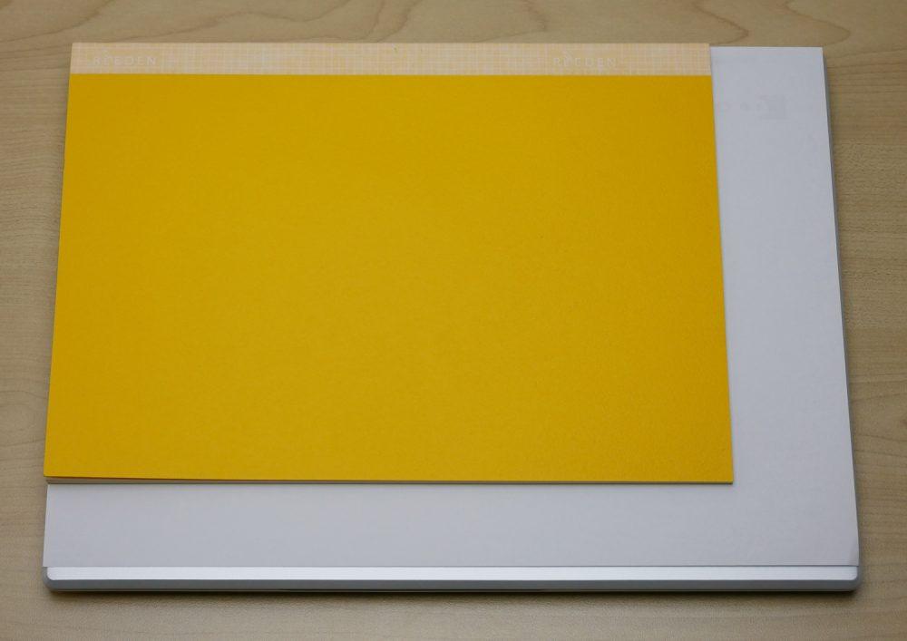 A4の紙とノートとの比較画像