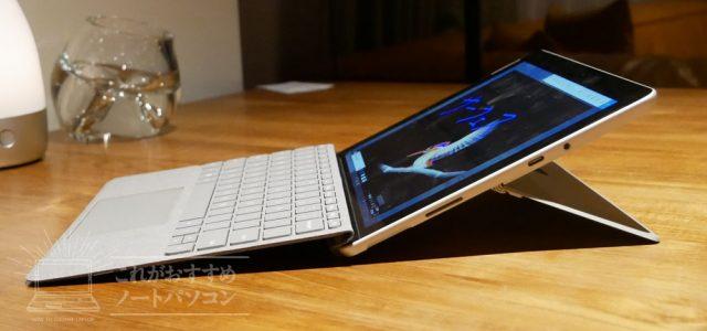 Surface Goのスタンドの角度を変えてるところ