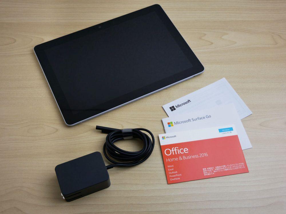 Surface Goと付属品