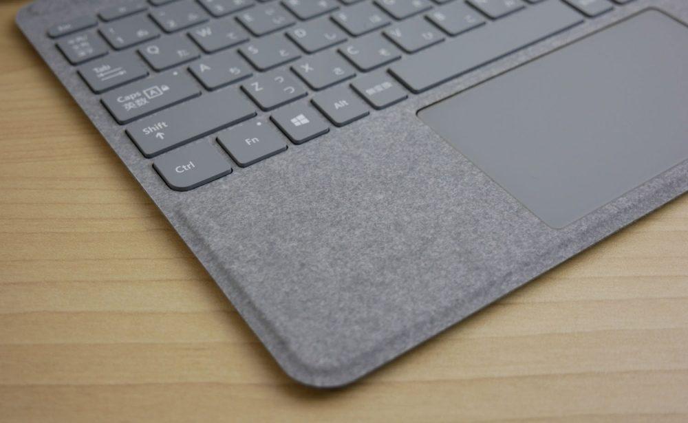Surface Goシグネチャータイプカバーのパームレストのアップ