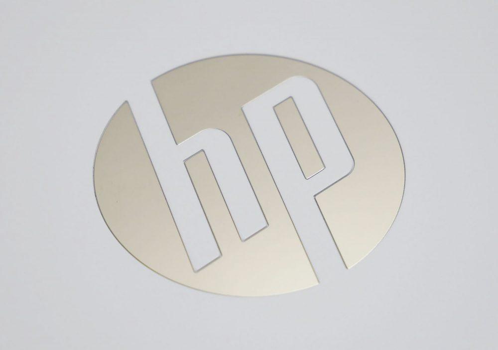 天板ロゴのアップ