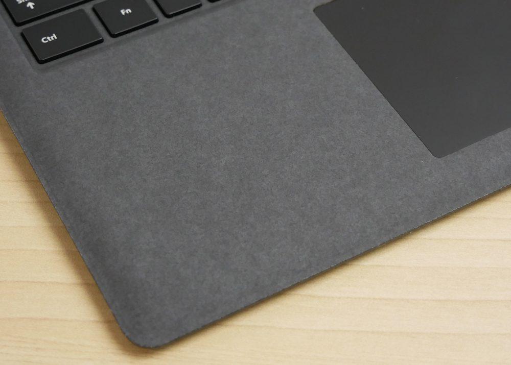 Surface Laptop 2ブラックのパームレスト