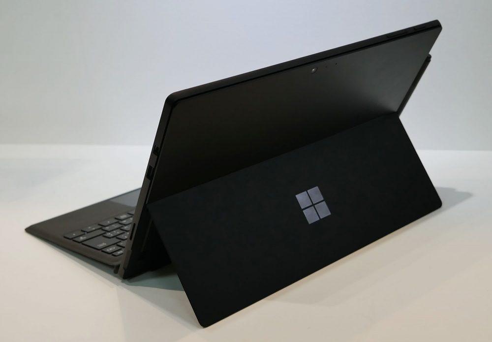 Surface Pro 6 後ろからの外観