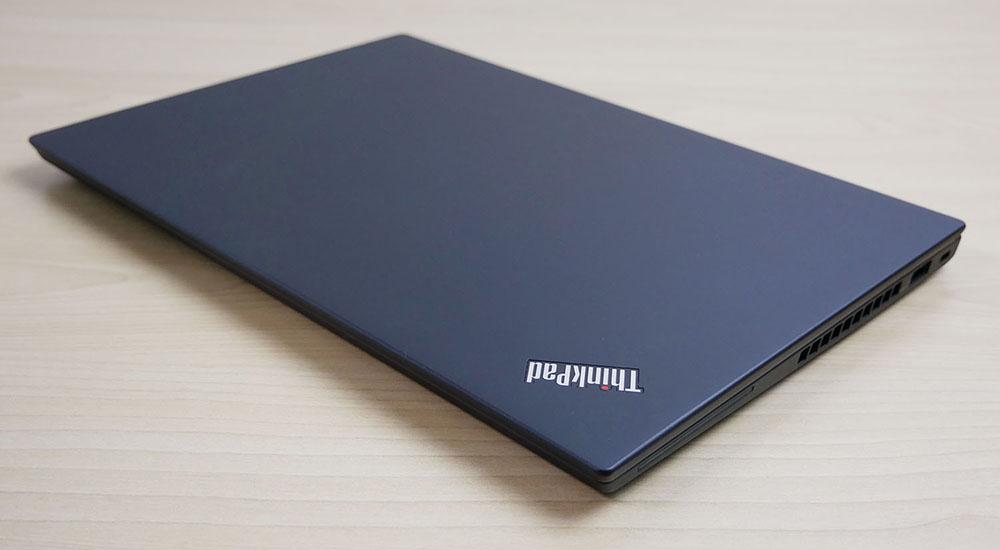 ThinkPad X280を折りたたんだ様子
