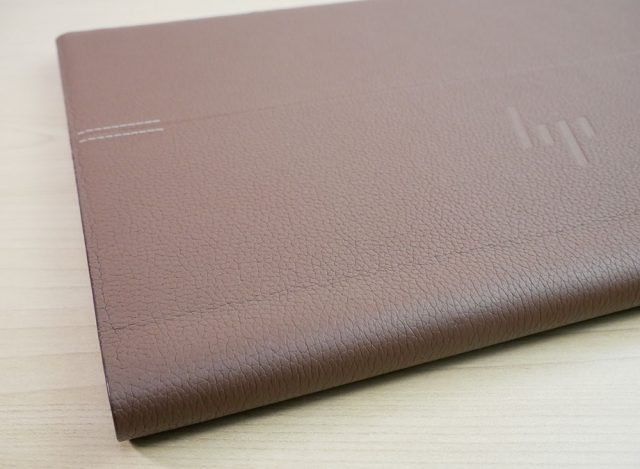 HP Spectre Folio 13の革部分