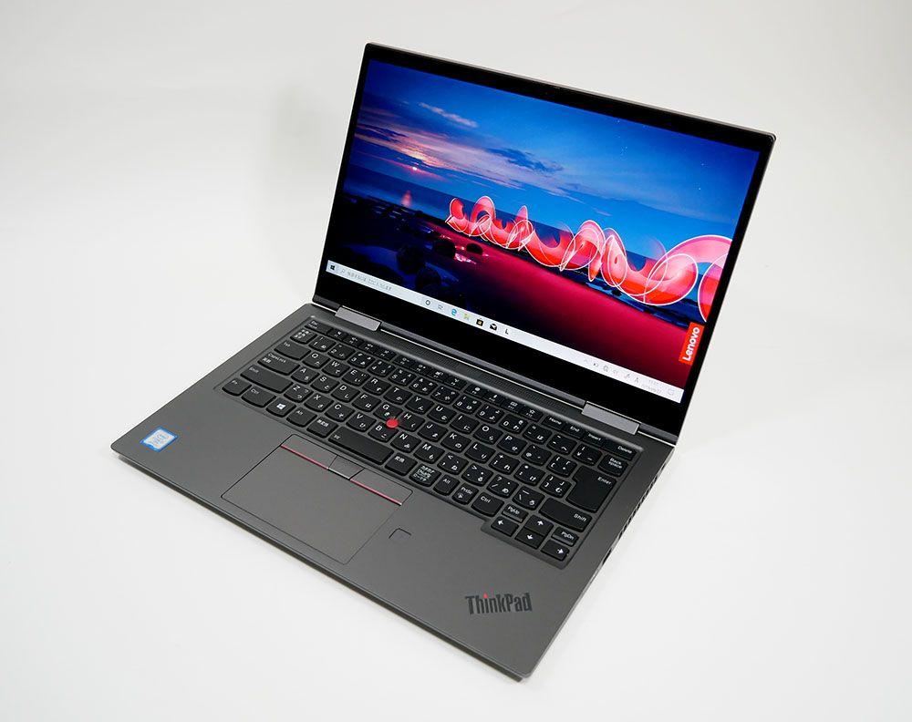 レノボ ThinkPad X1 Yogaの外観。斜め上からのカッコいいアングル