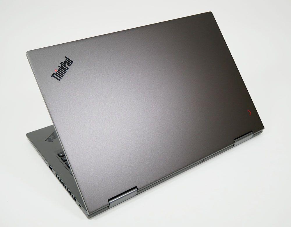 ThinkPad X1 Yogaの外観 天板側から斜め上