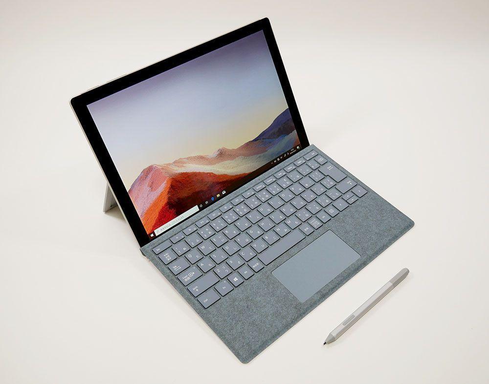 マイクロソフト Surface Pro 7の外観。斜め上からのカッコいいアングル