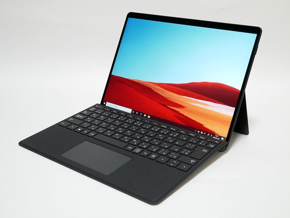マイクロソフト Surface Pro Xの外観。斜め上からのカッコいいアングル