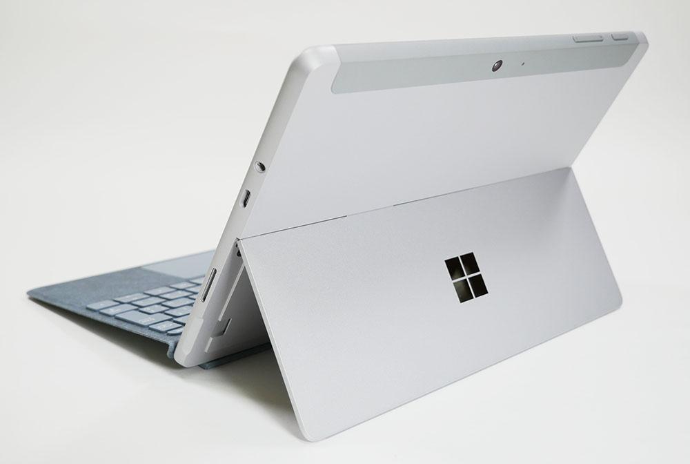 Surface Go 2の外観 天板側から斜め上