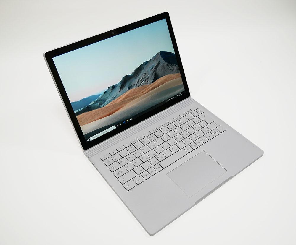 マイクロソフト Surface Book 3の外観。斜め上からのカッコいいアングル