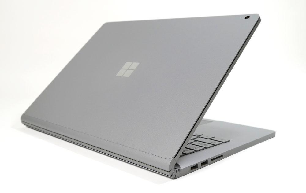 Surface Book 3の外観 天板側から斜め上
