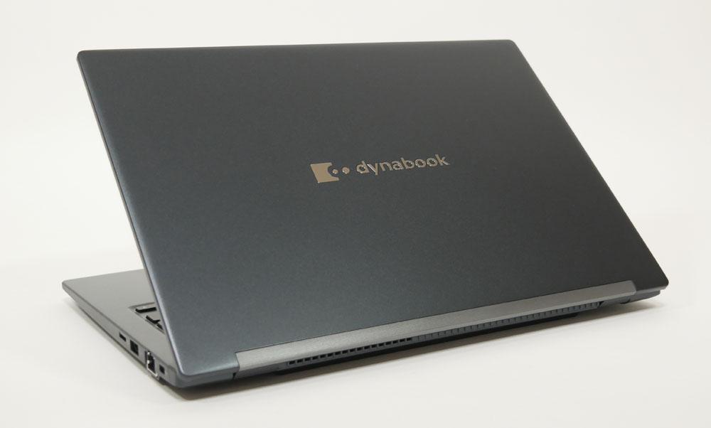 dynabook GZの外観 天板側から斜め上