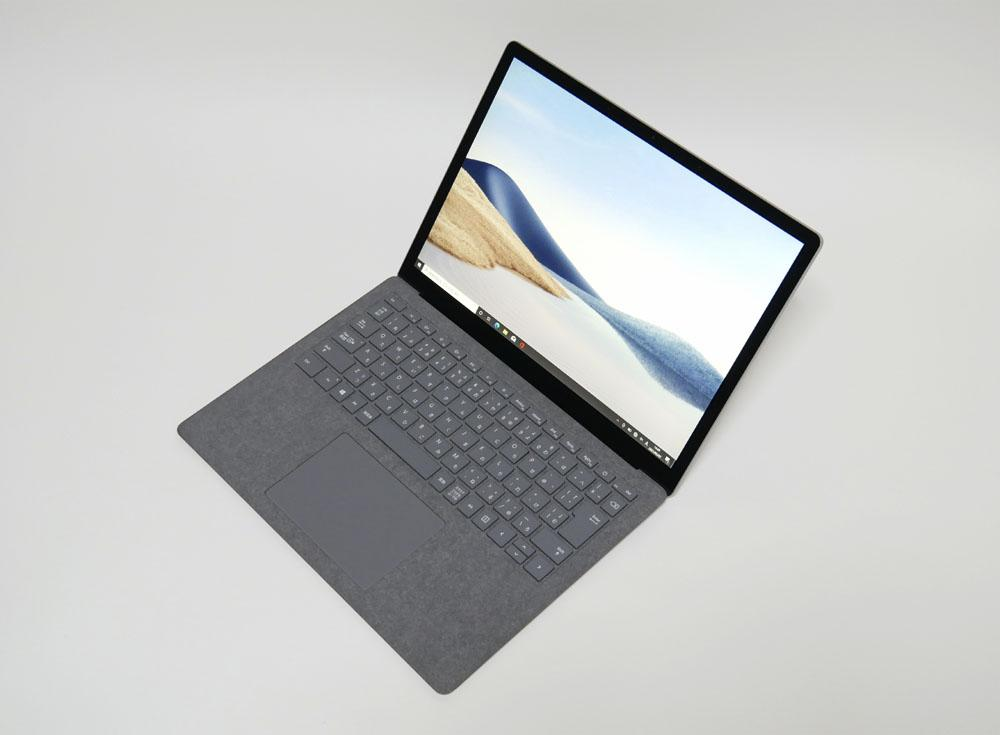 マイクロソフト Surface Laptop 4 13.5インチモデルの外観。斜め上からのカッコいいアングル